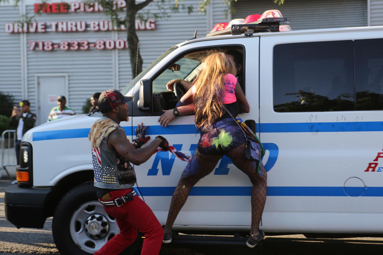 Quatre blessés à l'arme blanche et un par balles à New York pendant un carnaval caribéen