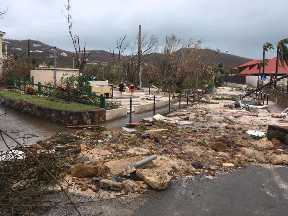 Scènes de désolation sur l'île de Saint-Martin, détruite à 95%, au moins huit morts et 23 blessés