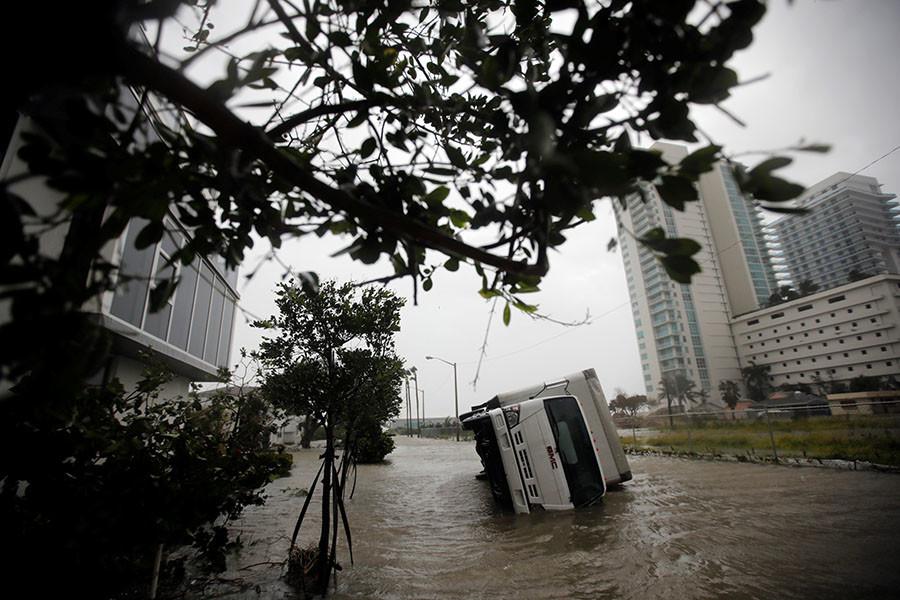 4 morts, 3 millions d'habitants privés d'électricité : Irma ravage la Floride sur fond d'évacuations