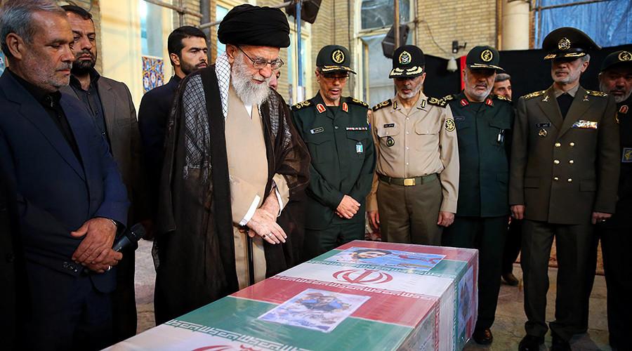 Cortège funèbre immense à Téhéran en hommage à un Gardien de la révolution décapité par Daesh