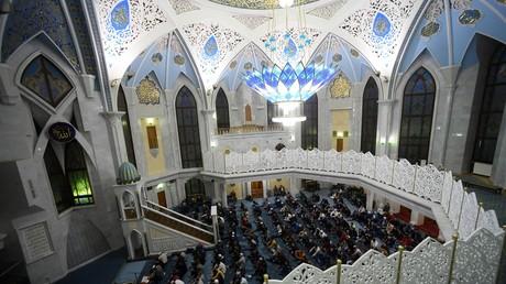 Des musulmans rassemblés pour une prière à Kazan