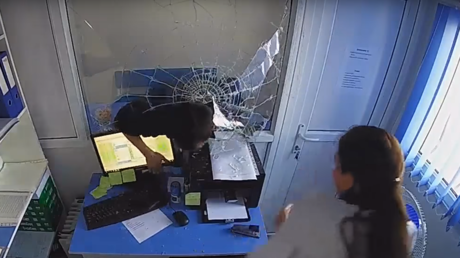 Violent cambriolage dans une entreprise de micro-crédit au Kazakhstan (VIDEO CHOC)