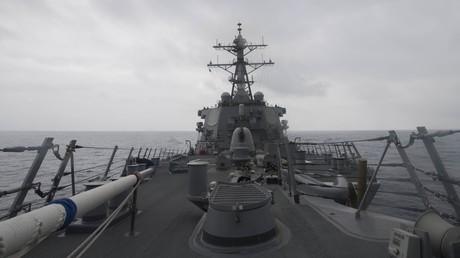 Le destroyer américain USS John S. McCain, lors d'une patrouille en mer de Chine méridionale en janvier 2017.