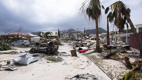 Illustration : Orient Bay sur l'île des Caraïbes françaises de Saint-Martin, après le passage de l'ouragan Irma.