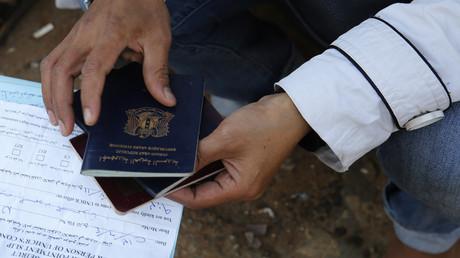 Plus de 11 000 passeports syriens vierges seraient aux mains de Daesh