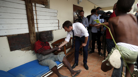 A Saint-Martin, Macron dort sur un lit de camp, «à la dure pour faire comme les habitants»