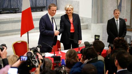 Nicolas Dupont-Aignan et Marine Le Pen le 29 avril 2017.