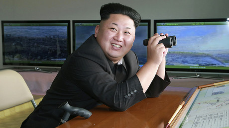 Kim Jung-un assiste à un exercice militaire