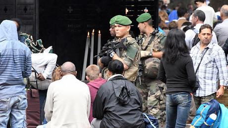 Des soldats de l'opération Sentinelle patrouillent à Lourdes en août 2017, photo ©PASCAL PAVANI / AFP
