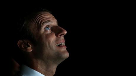 Pas de lit de camp à Saint-Martin pour Macron, mais un vrai matelas à la gendarmerie