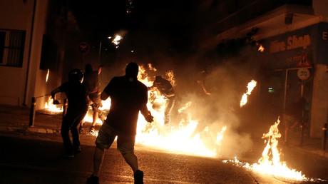 Des Grecs rendent hommage à un rappeur antifaciste tué par un néonazi en manifestant à Athènes
