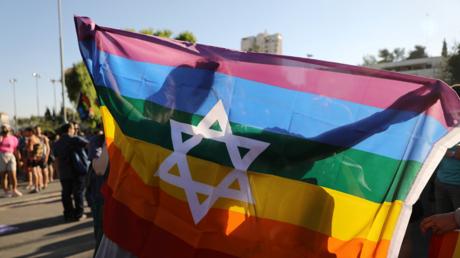 Israël promet d'accorder aux homosexuels les mêmes droits qu'aux hétéros en matière d'adoption