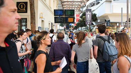 Deux touristes américaines attaquées à l'acide par une déséquilibrée à Marseille