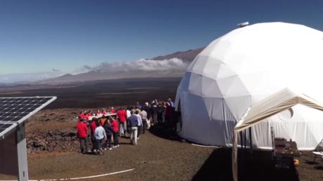 Six astronautes choisis pour la première mission sur Mars passent huit mois à l'isolement