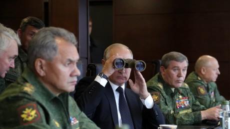 Le président russe Vladimir Poutine et le ministre de la Défense Sergueï Choïgou lors de l'exercice commun russo-biélorusse «Zapad-2017»