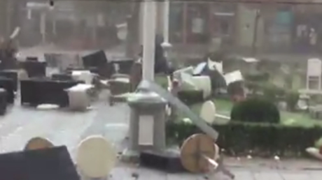 En Roumanie la tempête souffle un café et sème la panique