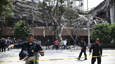 Scènes de désolation après le séisme au Mexique qui a fait au moins 248 morts (IMAGES)