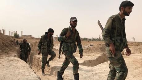 Les troupes syriennes et des milices populaires pendant une offensive de l'armée de Damas dans la région de Deir ez-Zor, le 20 septembre 2017
