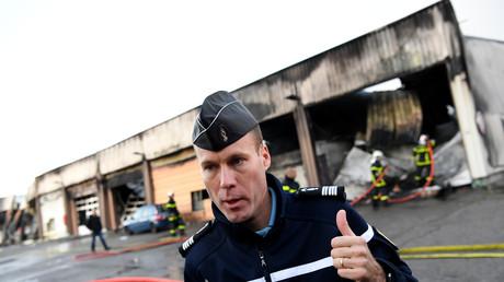 Collomb appelle la mouvance anarcho-libertaire à condamner l'attaque d'une gendarmerie à Grenoble
