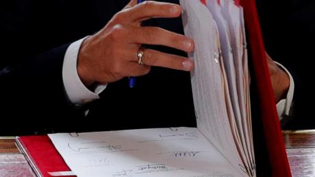 La publication au journal officiel des ordonnances réformant le code du travail ont été publiées le 23 septembre. Le même jour, le parti de La France insoumise de Jean-Luc Mélenchon organise une marche à Paris pour protester contre ce qu'il qualifie de