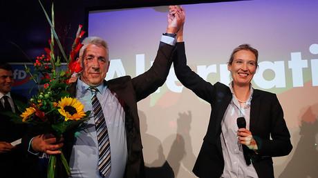 Alice Weidel et Alexander Gauland, figures de proues du parti anti-immigration et eurosceptique AfD, triomphent : leur parti entre au parlement