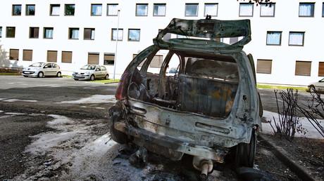 Aulnay-sous-Bois : une école et six voitures incendiées après une nuit d'émeute (IMAGES)