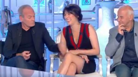 Laurent Baffie soulevant la jupe de Nolwenn Leroy