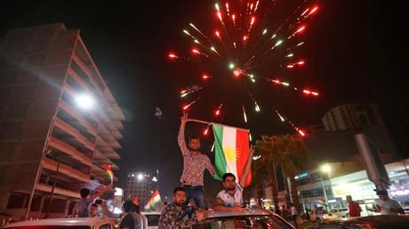 Kurdes célébrant la victoire du oui au référendum pour l'indépendance du Kurdistan le 25 septembre 2017