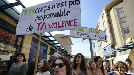 «Slut Walk» organisée le 6 octobre 2012 à Aix-en-Provence, pour protester contre les abus sexuels.