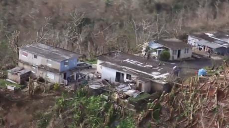 A Porto Rico, une famille appelle à l'aide depuis le toit de sa maison ravagée par l'ouragan Maria