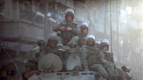 Patrouille de soldats russes à Alep