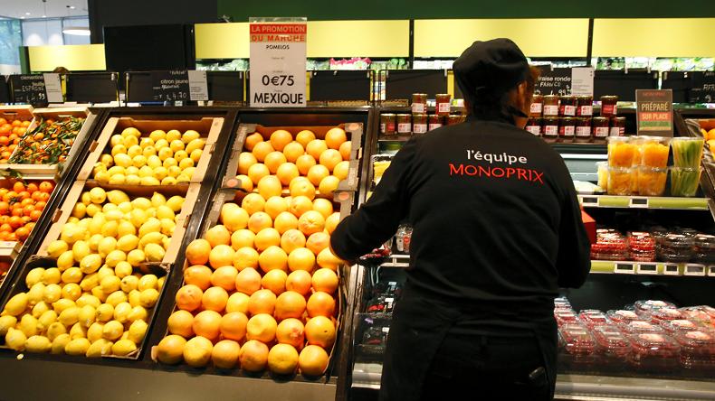 La réouverture d'un Monoprix trois heures après le suicide d'un de ses employés fait scandale