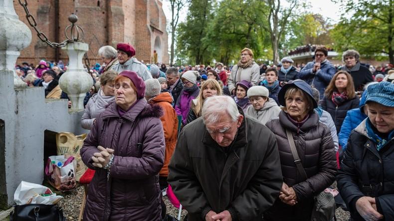 Chapelet = 1 million de personnes en Pologne.  59d92b5509fac26d7d8b4567