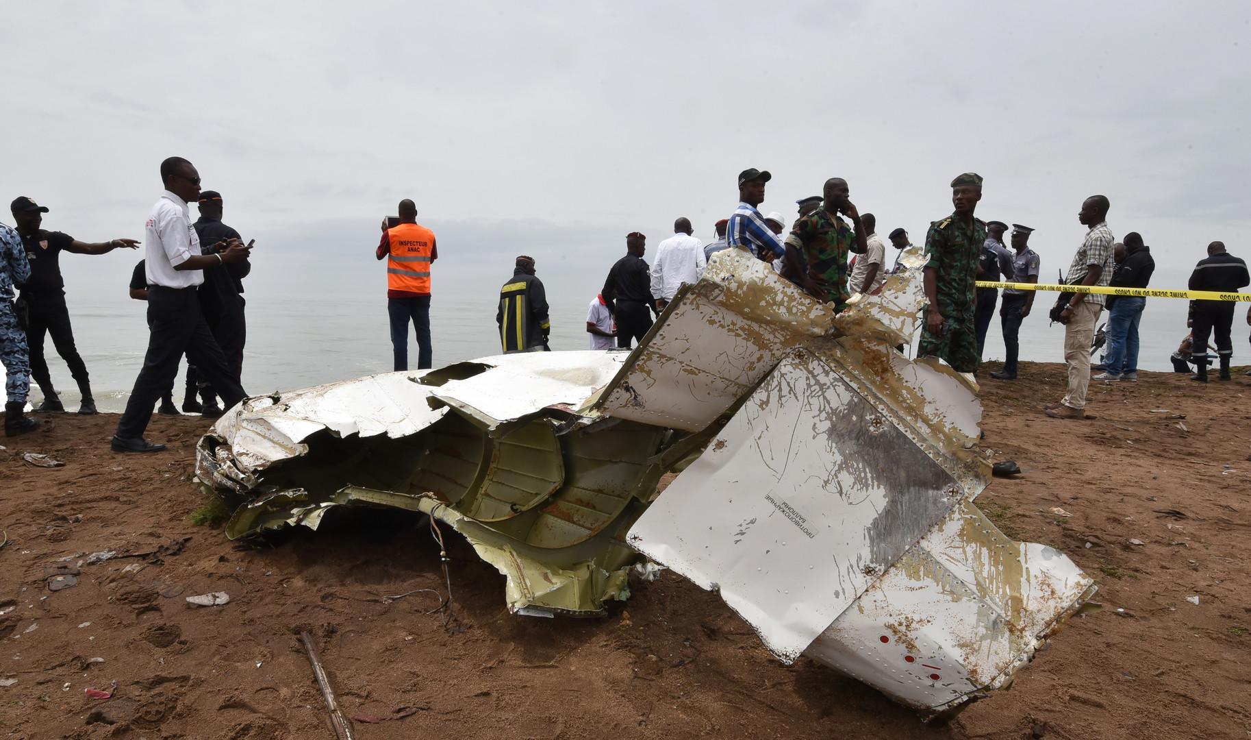 Côte d'Ivoire : un avion affrété par l'armée française s'écrase au large d'Abidjan, 4 morts (IMAGES)