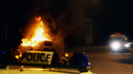 Voiture incendiée à Vaulx-en-Velin en 2006 (image d'illustration)