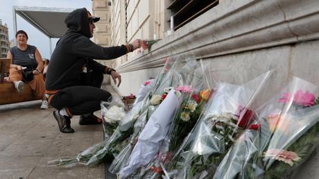 Témoignages de compassion devant la gare Saint Charles à Marseille