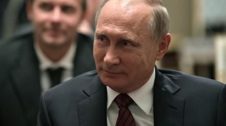Vladimir Poutine n'a toujours pas décidé s'il participerait à la présidentielle en 2018
