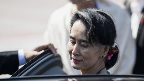 Aung San Suu Kyi à son arrivée à Manille le 28 avril 2017.