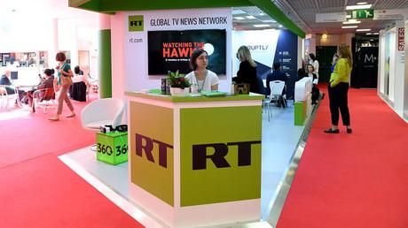 Le stand de Russia Today au Marché international des programmes de télévision (MIPTV) à Cannes.