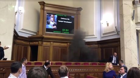 Un fumigène dans la Rada ukrainienne