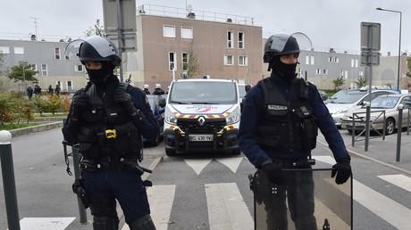 Un an après l'attaque de policiers à Viry-Châtillon, Collomb veut «reconquérir» les zones sensibles