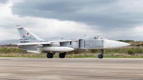 Un avion militaire russe Su-24 s'écrase au décollage en Syrie, l'équipage tué