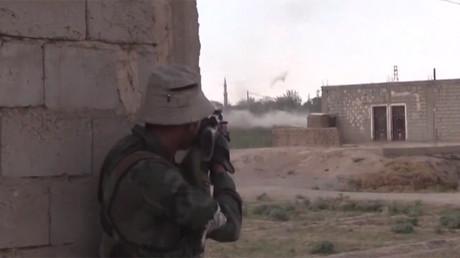 Au contact des terroristes: l'équipe de RT en Syrie prise au milieu des combats contre Daesh (VIDEO)