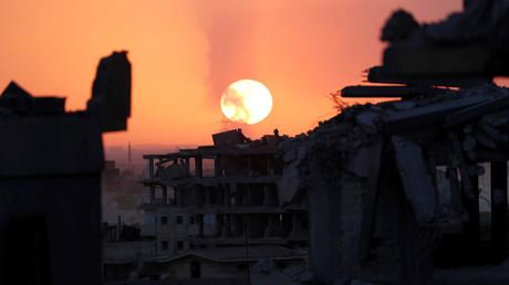Bâtiments en ruines pris en photographie à Raqqa le 7 octobre 2017.
