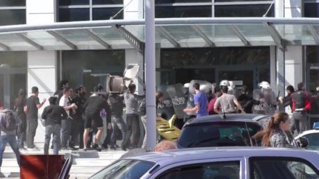 Echauffourées devant le ministère grec de l'éducation après l'annonce d'un projet de loi polémique