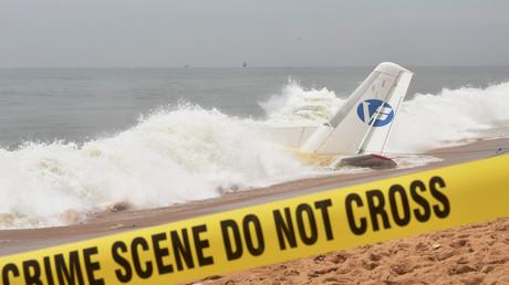 Débris de l'appareil s'étant crashé à proximité d'Abidjan.