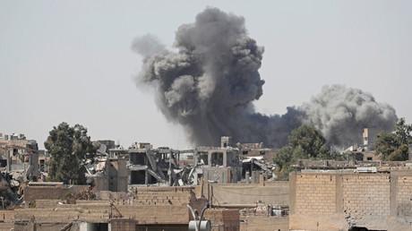 La coalition menée par les USA aurait bombardé des quartiers résidentiels à Raqqa, selon Moscou