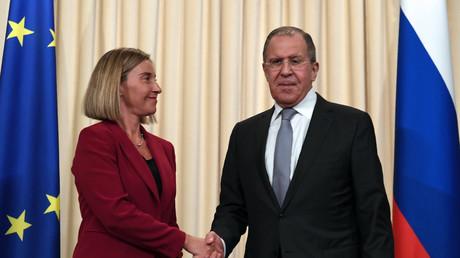 La chef de la diplomatie européenne Federica Mogherini et son homologue Sergueï Lavrov (image d'illustration)