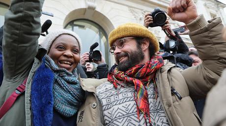Cédric Herrou à la sortie du tribunal, à Nice le 10 février 2017