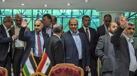 Membres de la délégation du Hamas après la signature de l'accord de réconciliation avec le Fatah au Caire le 12 Octobre 2017.